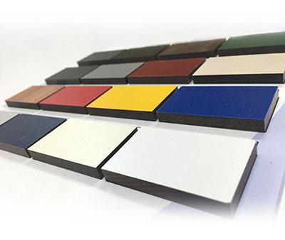geprint toespa is in allerlei kleuren verkrijgbaar, rood toespa, groen trespa maar voor trespa printen wordt een witte ondergrond gebruikt