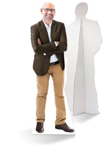 Levensgrote kartonnen architect