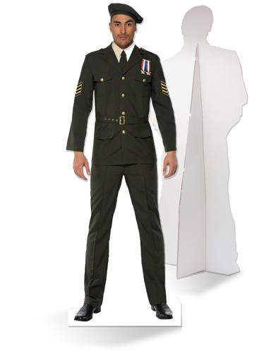 Levensgrote kartonnen officier