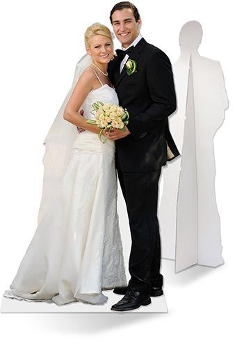 Levensgrote kartonnen afbeelding van bruidspaar