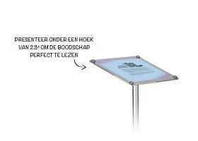 De schuine Info Stand heeft de meest ideale leeshoek