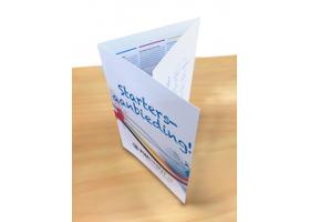 De A4 drieluik folder wordt met een u-vouw geleverd. Dit betekent dat de rechtflap aan de binnenzijde naar binnen wordt geslagen